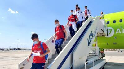 Сборная России прибыла на Кипр на матч отбора ЧМ-2022